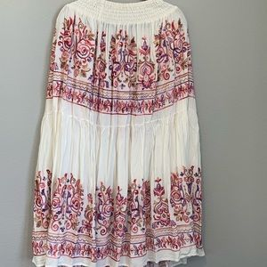 Embroidered maxi skirt